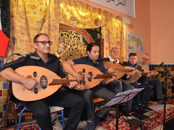 Kamal Lmimouni avec la troupe Oud du CCMA et la chorale Wasla